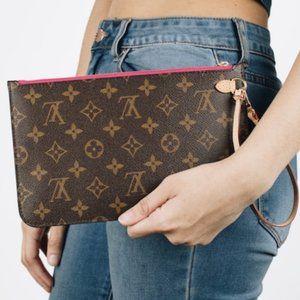 💎✨2021✨💎 Beige Wristlet Louis Vuitton
